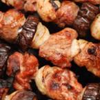 Свински шишчета с патладжан и лук