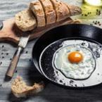 Яйца с масло на очи