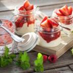 Панакота със сладко от ягоди