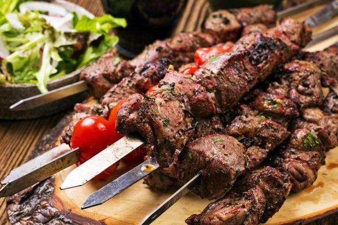 Шишчета от агнешко месо с ароматни подправки
