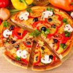Пица с моцарела, салам и сушени гъби