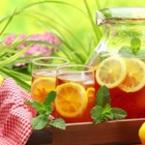 Студен чай с лимон, мед и мента