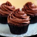 Шоколадови мъфини с маслено-шоколадов крем