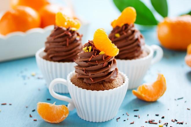 Шоколадови мъфини с мандарини и какаов крем