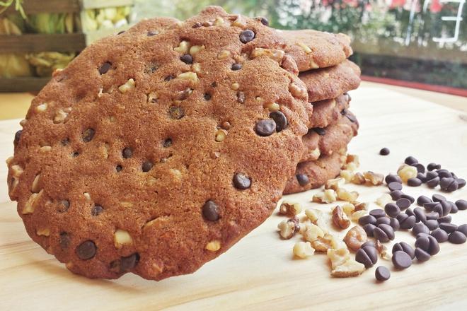 Пълнозърнеста курабия с шоколад и орехи