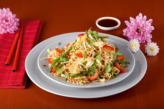 Азиатска нудъл салата