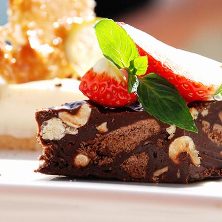 Large shokoladov fadzh s yadki i biskviti