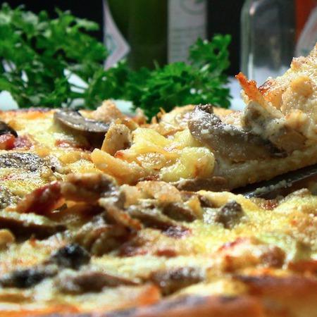 Large pitsa s testo ot karfiol