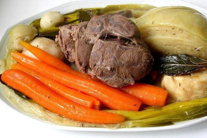 Телешко варено със зеленчуци
