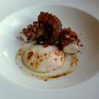 Октопод на тиган с яйце
