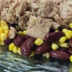 Салата от риба тон, царевица и червен боб