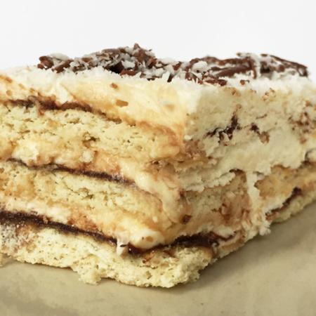 Large domashna biskvitena torta
