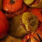 Пълнени постни чушки и домати с булгур