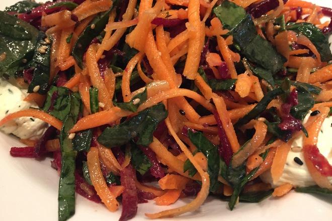 Салата от спанак и моркови
