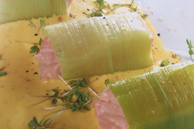 Хапки от сьомга с шафранов сос
