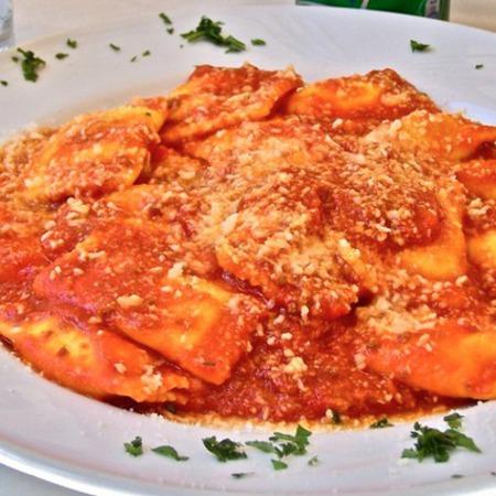 Large ravioli boloneze