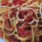 Спагети с бекон и чери домати