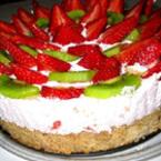 Пролетна торта с ягоди и сметана