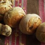 Самардалови хлебчета със сушен лук