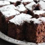 Шоколадов сладкиш с пудра захар