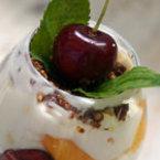 Опиянени плодове , потопени в крем маскарпоне и бял шоколад