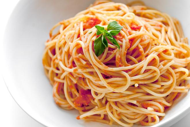 Паста с доматен сос