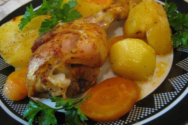 Пиле с розмарин и картофи