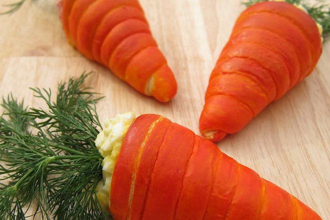 Великденски пълнени Моркови с яйчена салата
