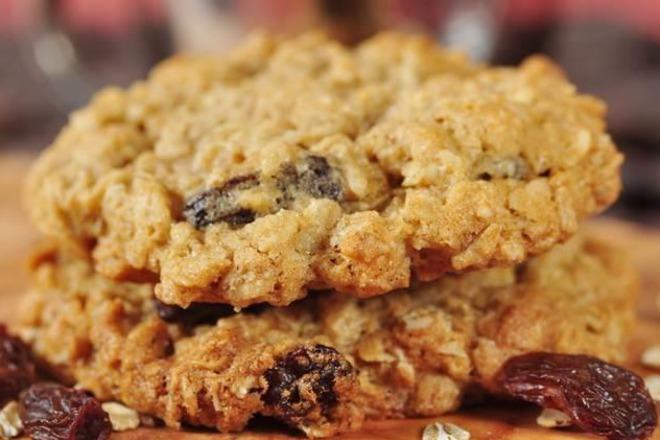 Овесени бисквити с банан и боровинки