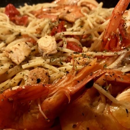 Large spageti sas syomga i skaridi