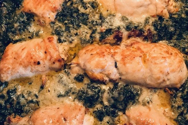 Пилешко роле със спанак