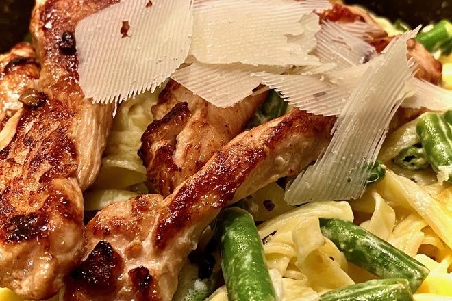 Талиатели със запечени пилешки филета