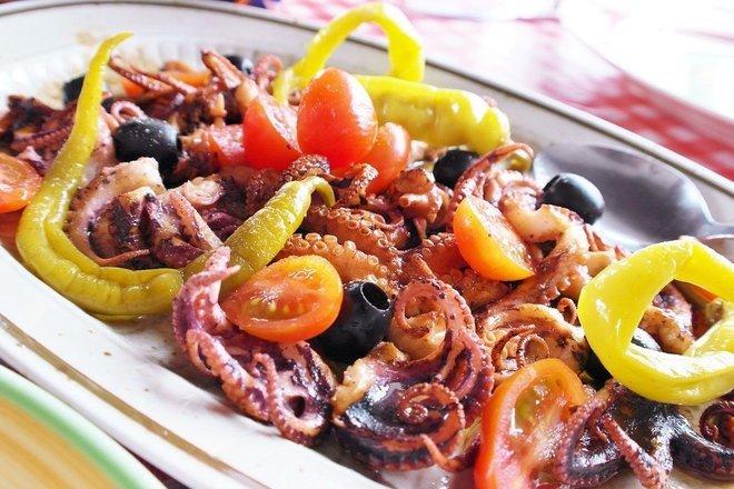 Октопод с доматен сос